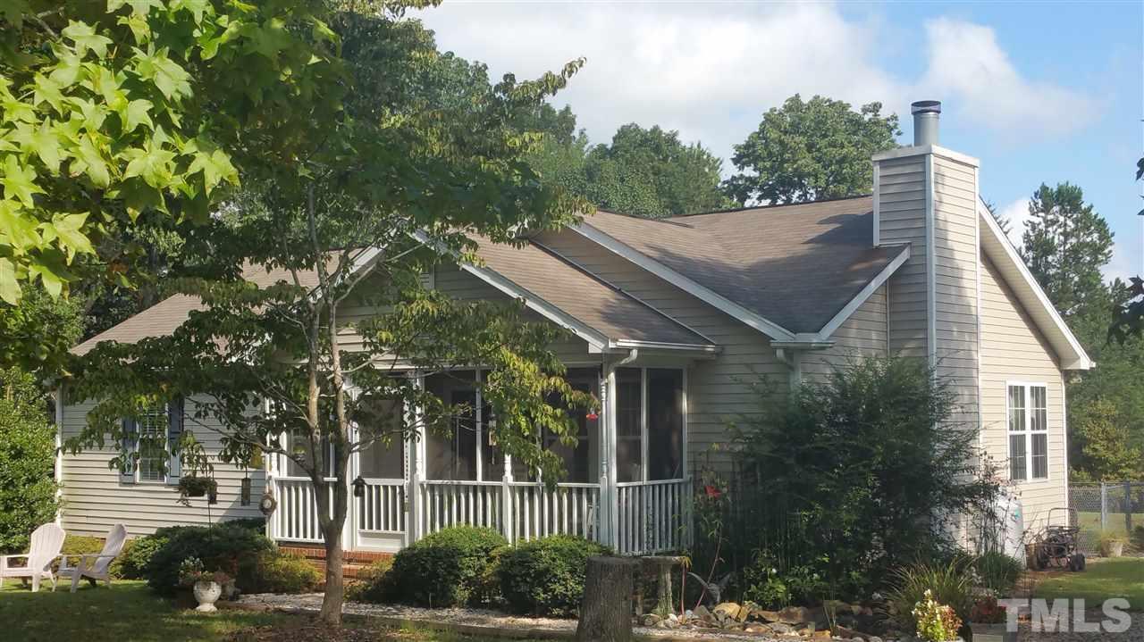 Photo of home for sale at 1727 Daniels Farm Road, Mebane NC