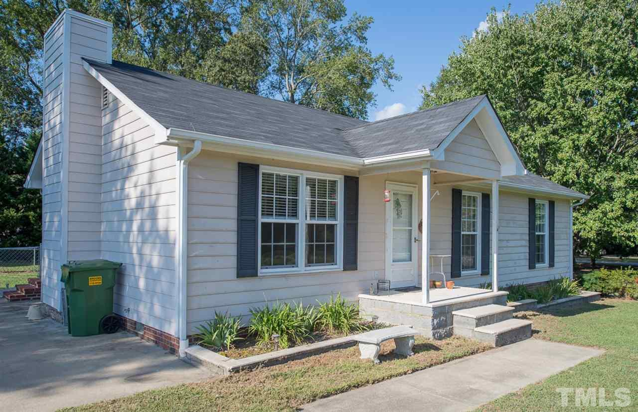 Photo of home for sale at 8801 Garnet Circle, Willow Spring NC