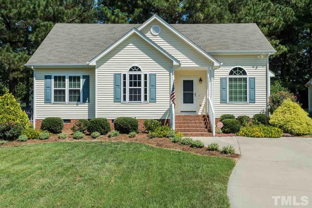 Photo of home for sale at 2800 Glastonbury Road, Apex NC