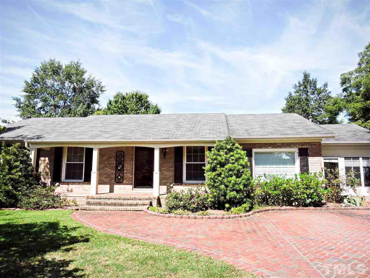 Photo of home for sale at 705 Morris Circle E, Dunn NC