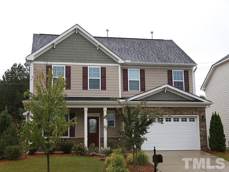 Photo of home for sale at 1301 Old Bramble Lane, Fuquay Varina NC