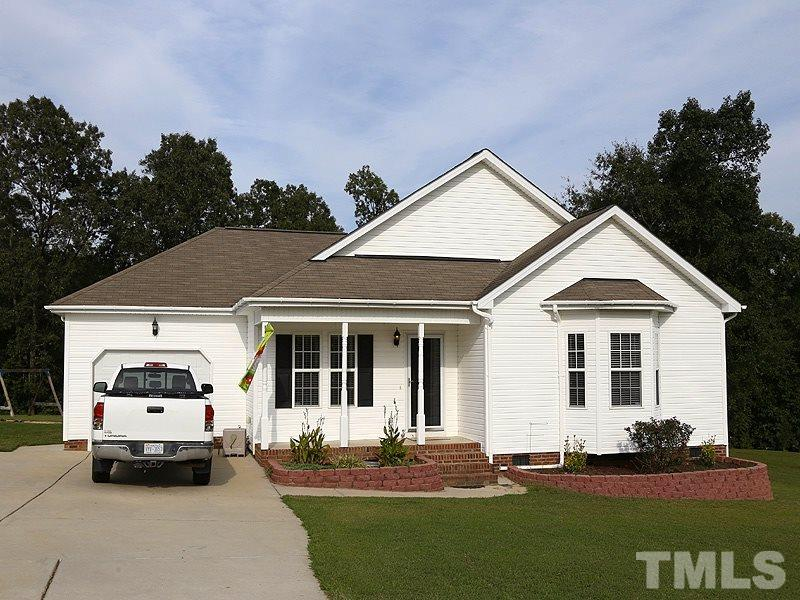 Photo of home for sale at 85 Jarrett Bay Lane, Fuquay Varina NC