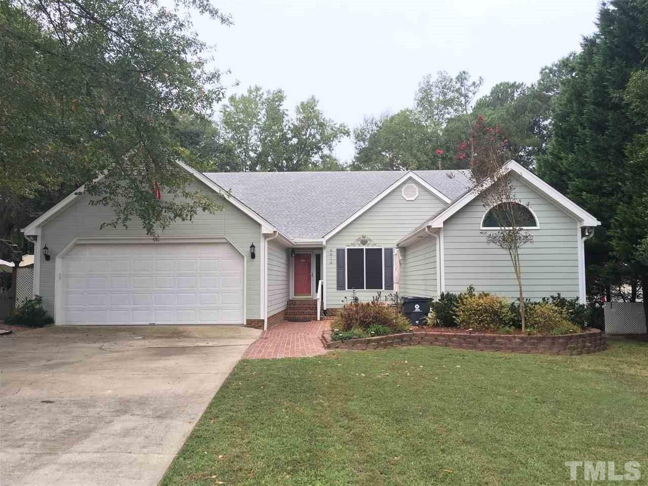 Photo of home for sale at 6016 Hope Lane, Fuquay Varina NC