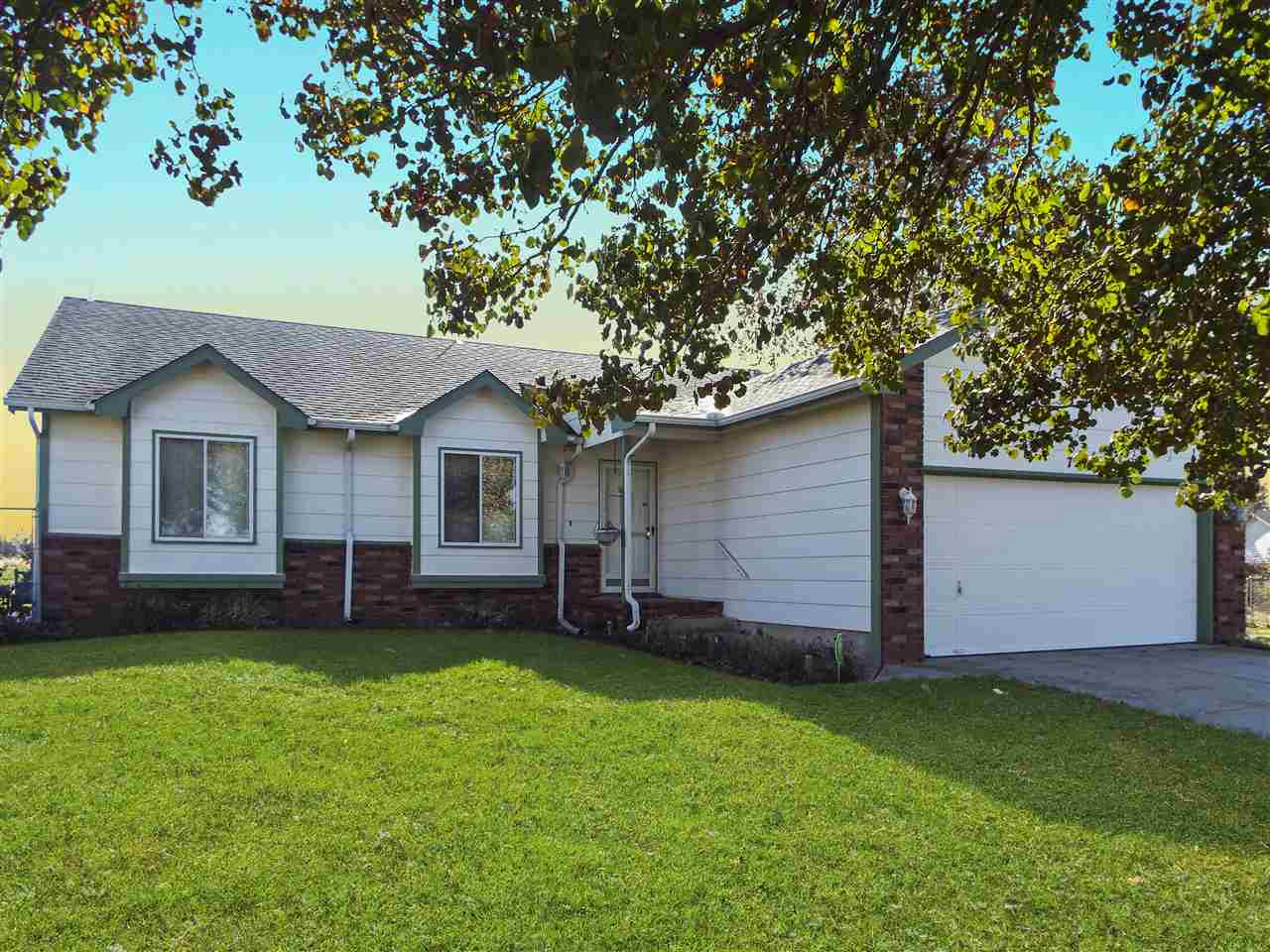 720 N Kansas Ct, Benton, KS 67017