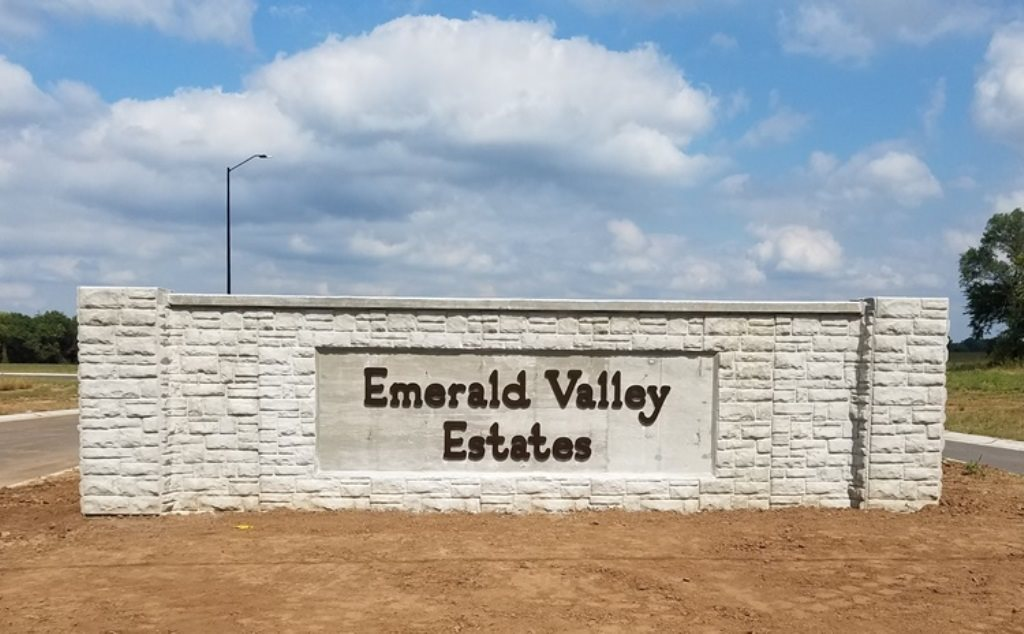 For Sale: 1406 N Emerald Valley Dr, Mulvane KS