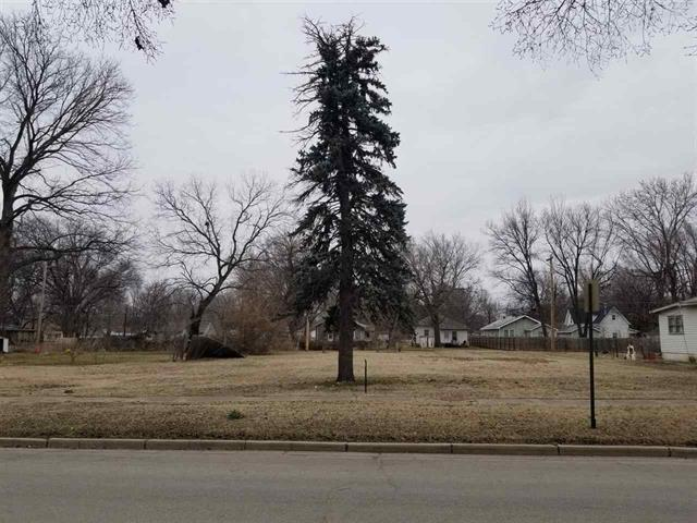 For Sale: 916 E 5th Ave, Winfield KS