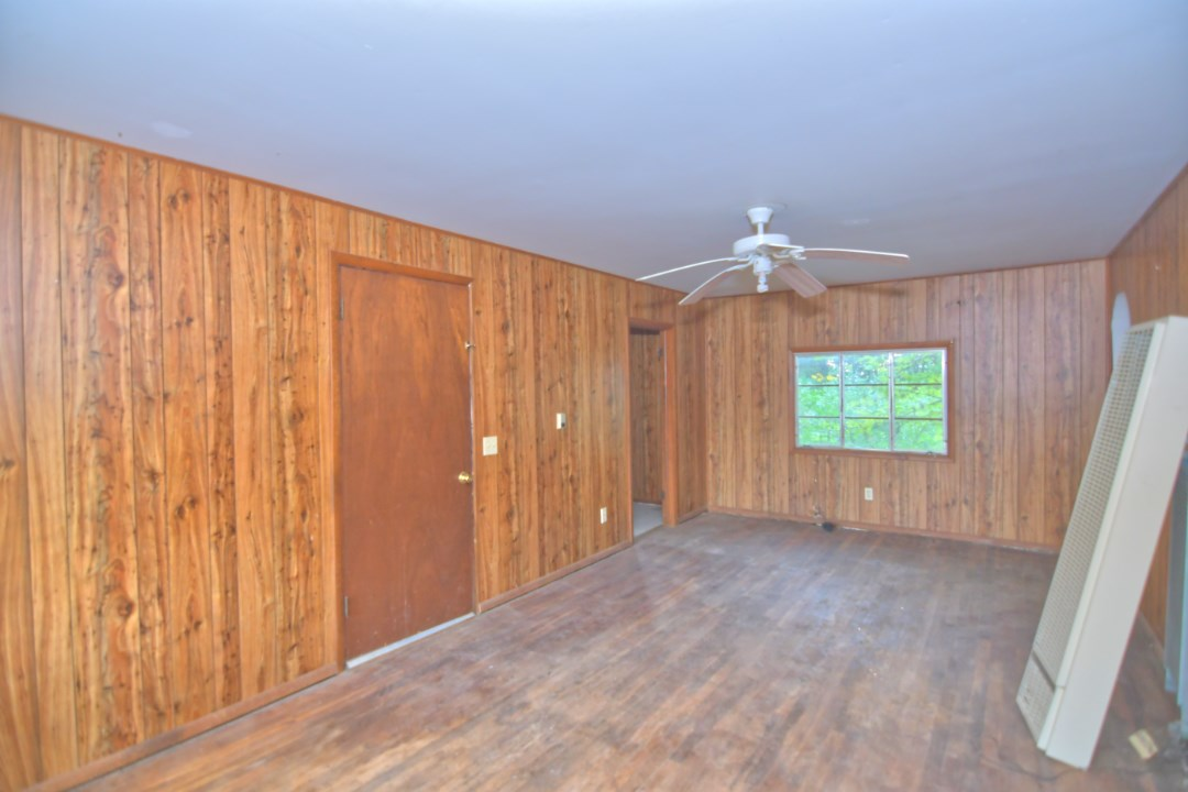 For Sale: 214 SW 100th St, Augusta KS
