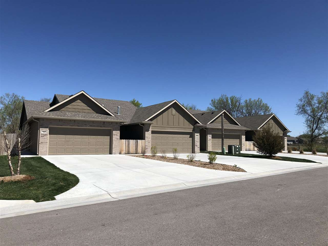 For Sale: 919-921 W Onewood Pl, Andover KS