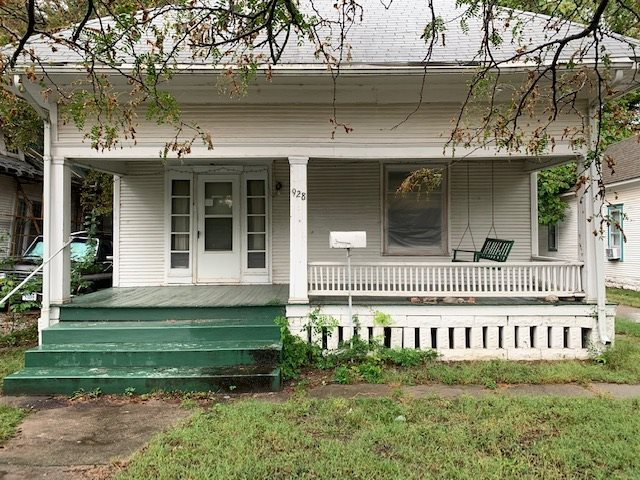 2 BR 1 BA bungalow, close to downtown. Large Front Porch. Hardwood floors throughout. Bay Windows and Built-Ins in the Dining Room. One car detached garage and storage shed. Home to be sold AS IS – Where IS.  Seller will make no repairs.  Cash contracts only.  Call to schedule your private showing today!