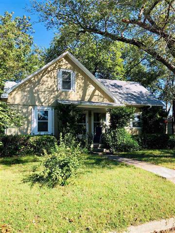 For Sale: 320 W Lincoln St, Moundridge KS