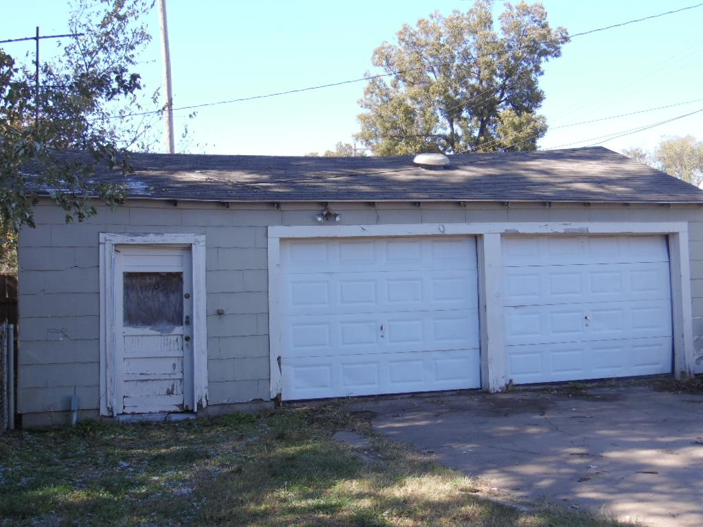 For Sale: 118 S Elm St, Wellington KS