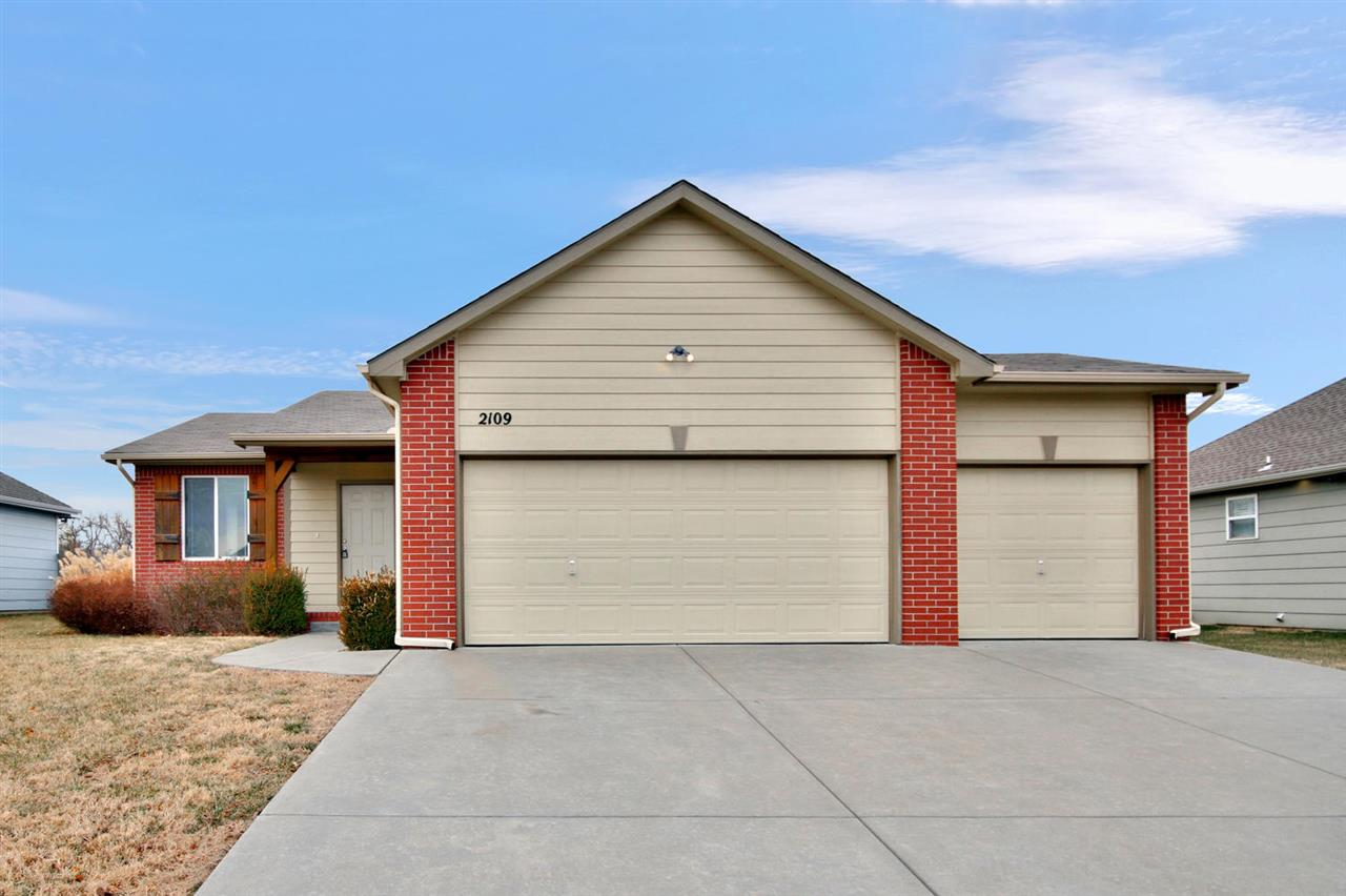 Great open floorplan home in a terrific East Wichita location. Enjoy these spacious living areas com