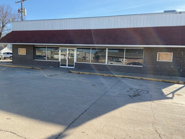 For Sale: 115 W Smith, Hesston KS