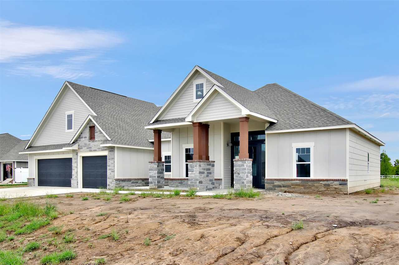 Beautifully designed Craftsman Style patio home with large lot is ready for you in Elk Ridge!  This
