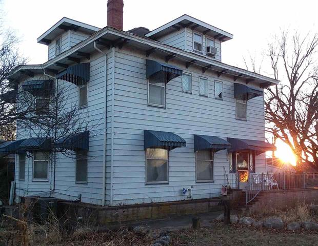 For Sale: 601 W 9th Ave, Winfield KS