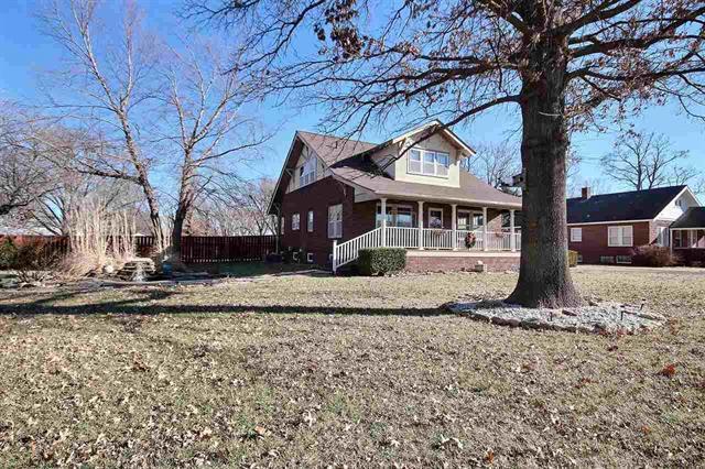 For Sale: 600 S Christian, Moundridge KS