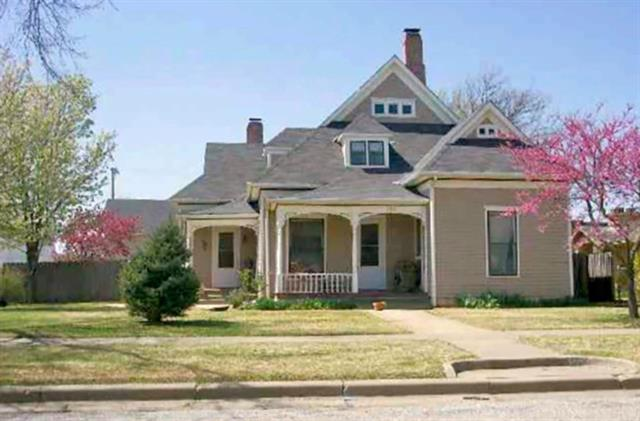 For Sale: 302 N C ST, Wellington KS
