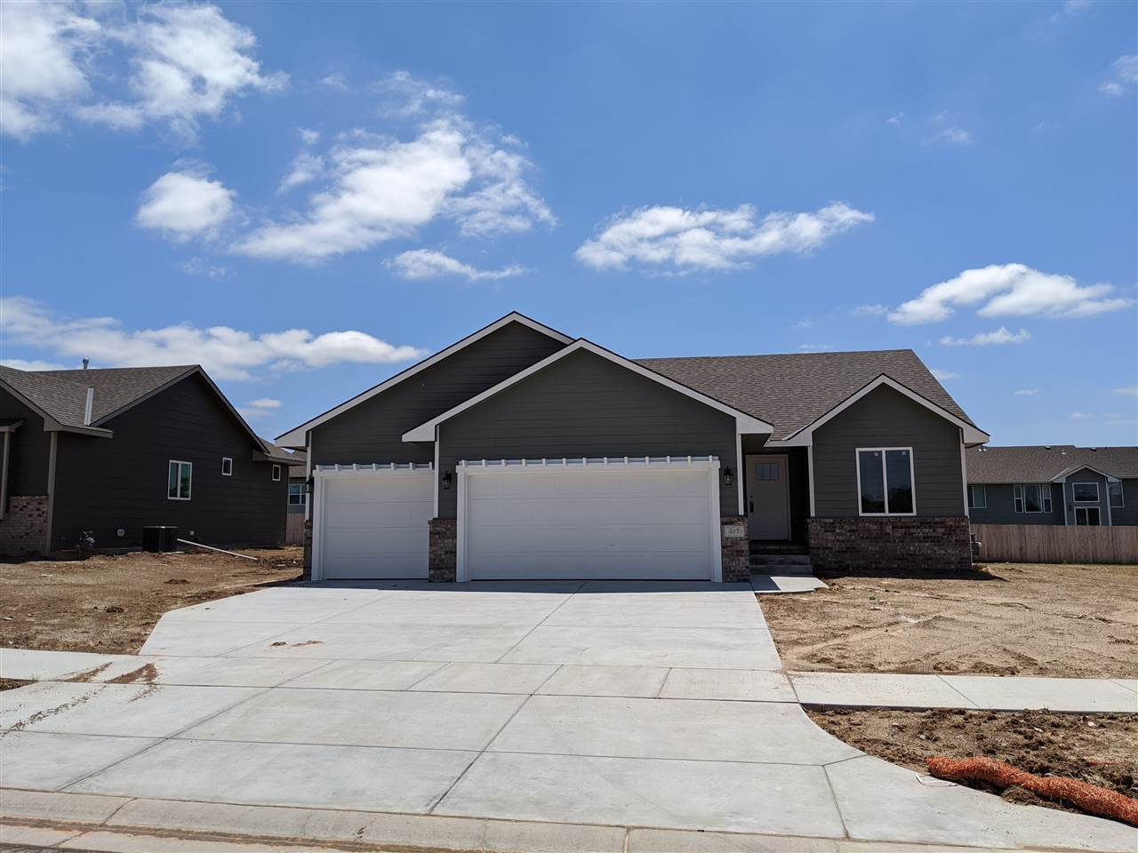 Comfort Homes Brook Jr Plan is a must see if you are looking for a 2-Bedroom plan on the main level.
