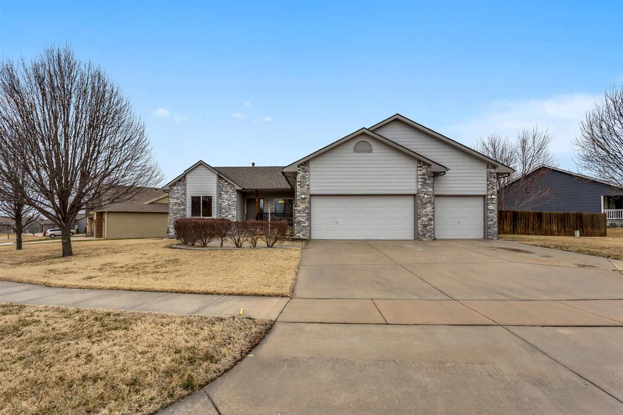 **OPEN HOUSE 02/23 2-4PM** THIS SPACIOUS MOVE IN RANCH IN THE DERBY SCHOOL DISTRICT HAS IT ALL! EXTE