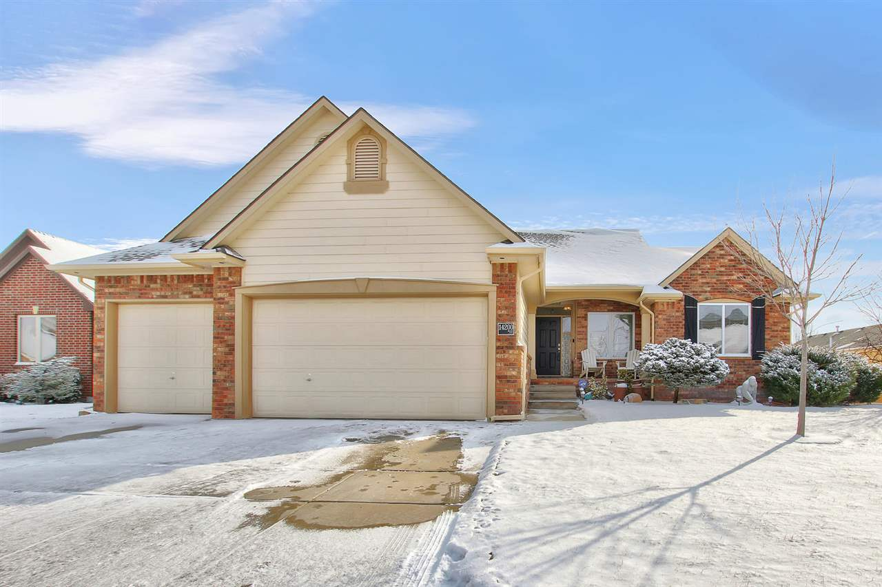 Check out this beautiful ranch home in Auburn Hills. This home features a split bedroom plan that we