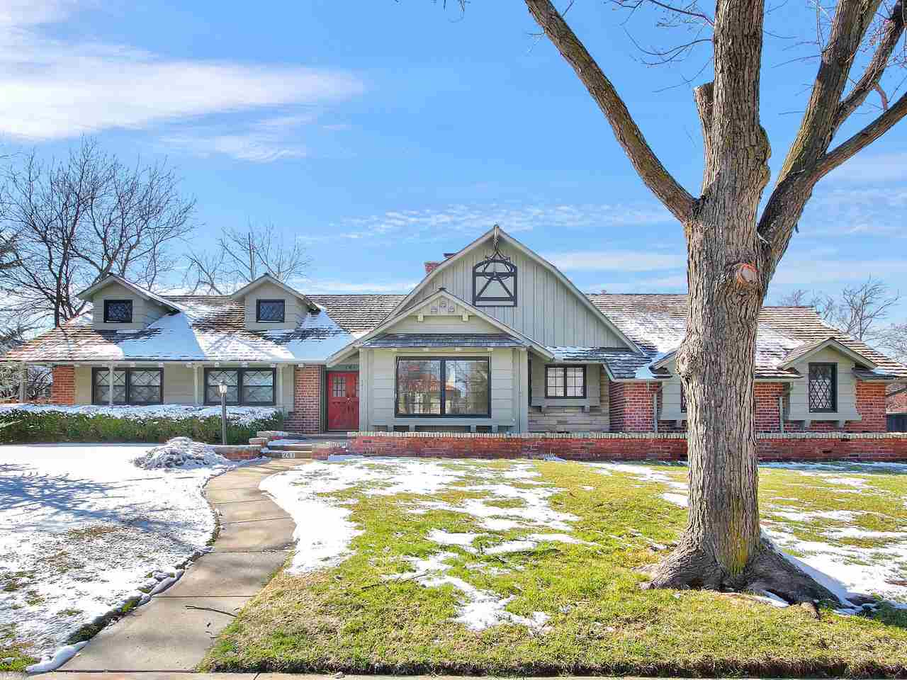 OPEN HOUSE SUNDAY FEB. 23RD 2-4 P.M.  Fabulous College Hill Ranch in gorgeous neighborhood and surro