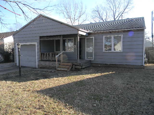 3 bedroom Ranch style home with plenty of room and lots of nice hardwood flooring. Good  basement fo