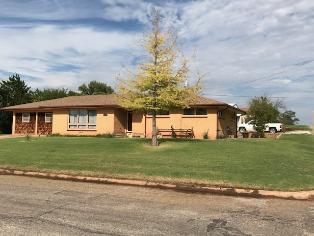 For Sale: 1200  High ST, Medicine Lodge KS
