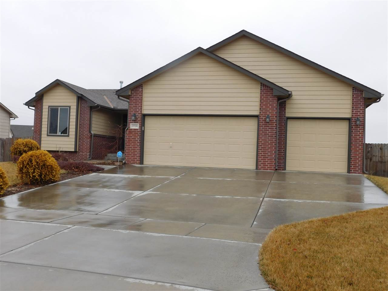 If you are looking to move to the Maize school district look no further! This home scores high with