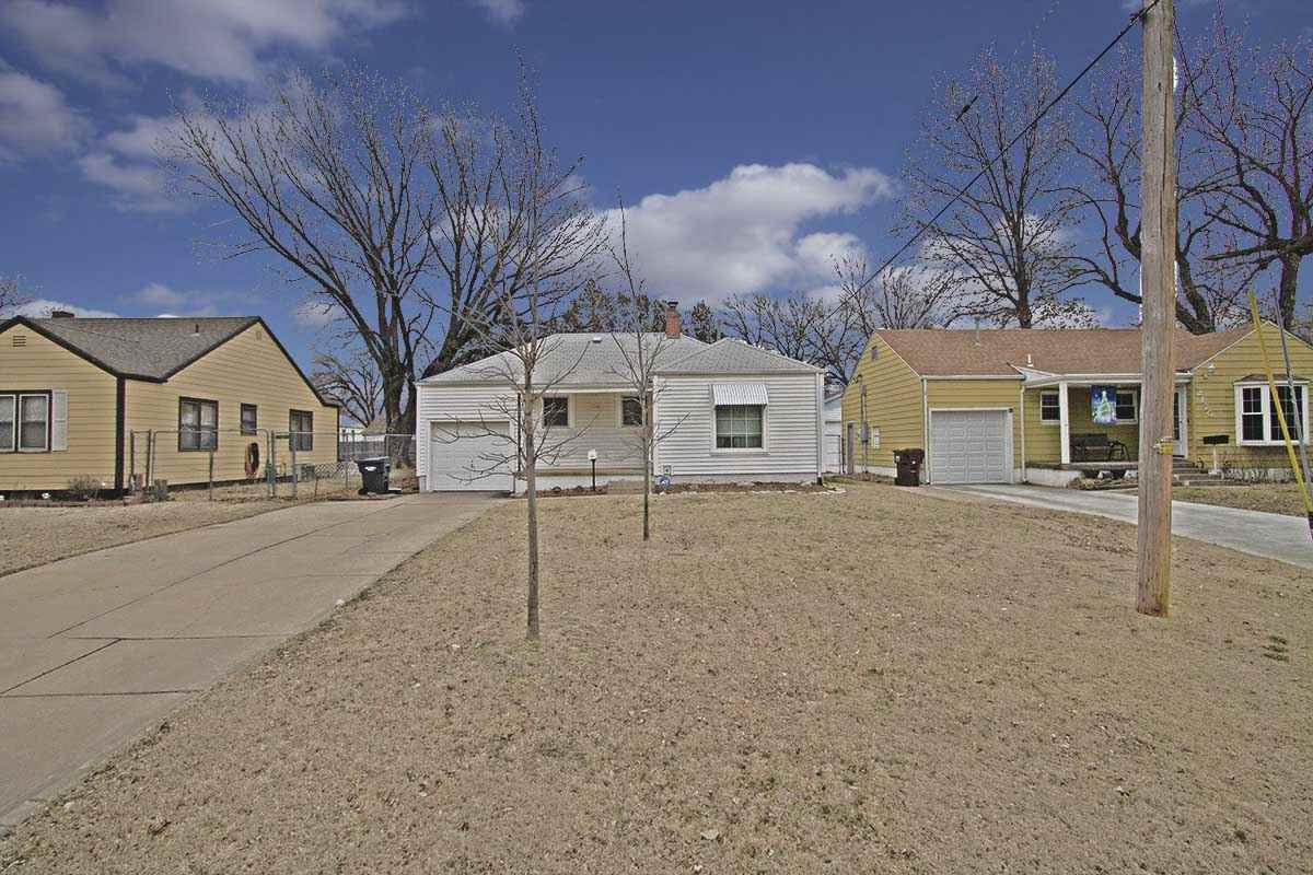 Very well maintained 2 bedroom, 1 bath, 1 car garage home with finished basement. Home has rolox rep