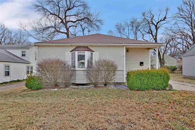 For Sale: 303 E Kelly Ave, Augusta KS