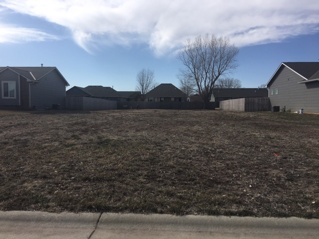 For Sale: 1412 S Main, Halstead KS