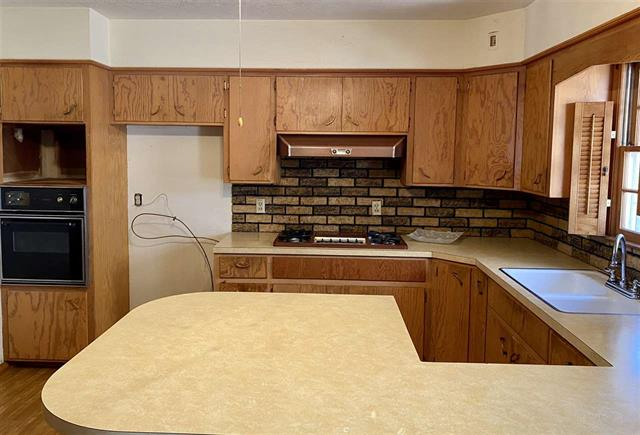 For Sale: 15800 W K 42 Hwy, Clearwater KS