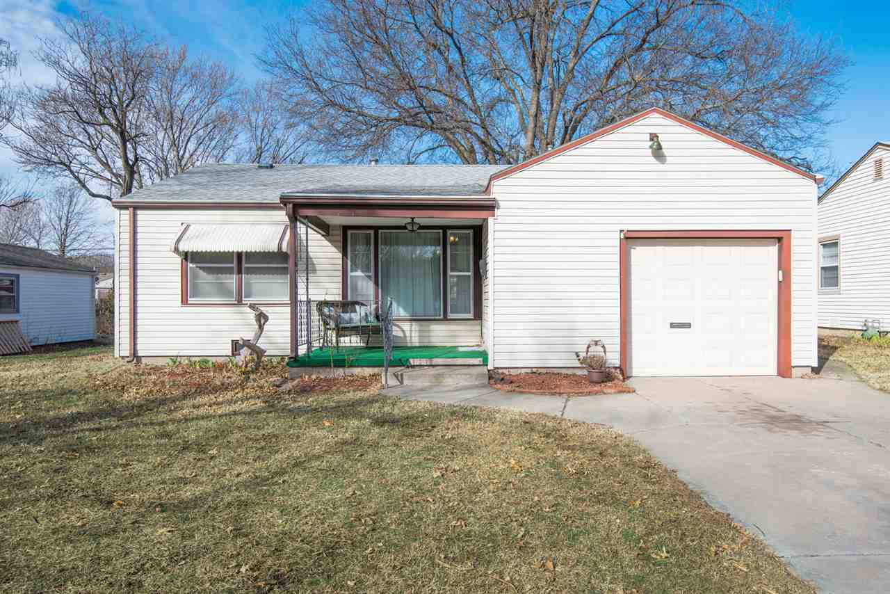Move in ready! This ranch style home has a good floor plan with an open concept. Kitchen has great c