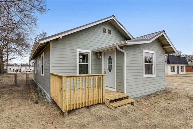 For Sale: 1228 E 3rd Ave, Hutchinson KS
