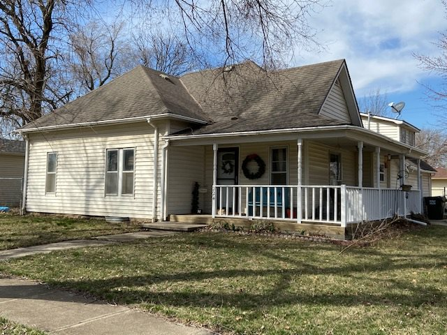 For Sale: 224 E Knott St, Hesston KS