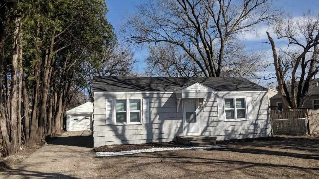 Nicely remodeled home on the West side of Wichita.  Home has brand new windows, beautiful redone har