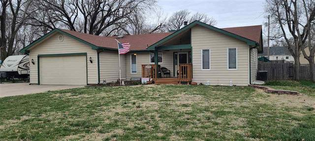 For Sale: 307 S Queen St, Maize KS