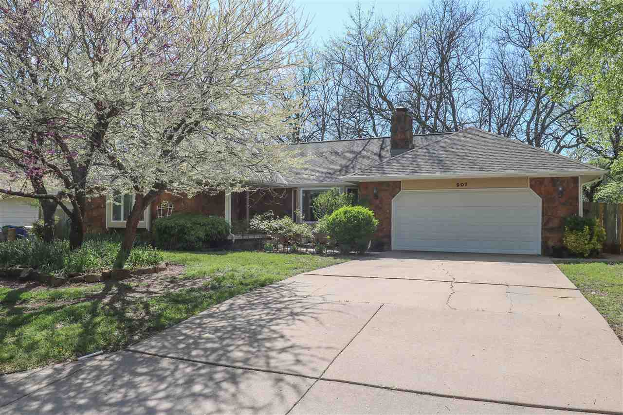 Exceptional and spacious 4 bedroom, 3 1/2 bath walkout ranch home in a wonderfully established area