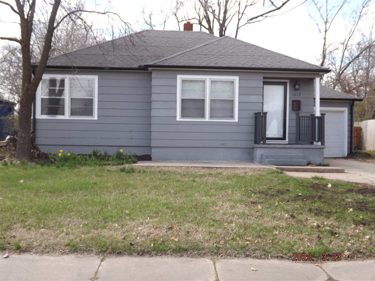 This tidy bungalow would be a great first home or rental property. Great location within walking dis