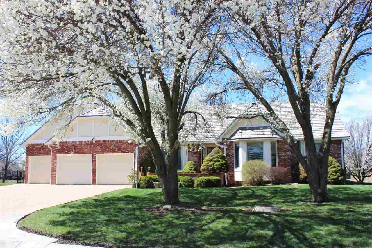 STUNNING, SPACIOUS HOME IN GORGEOUS WILLOWBEND // CUL-DE-SAC LOT WITH AN ALMOST FULL BRICK EXTERIOR,