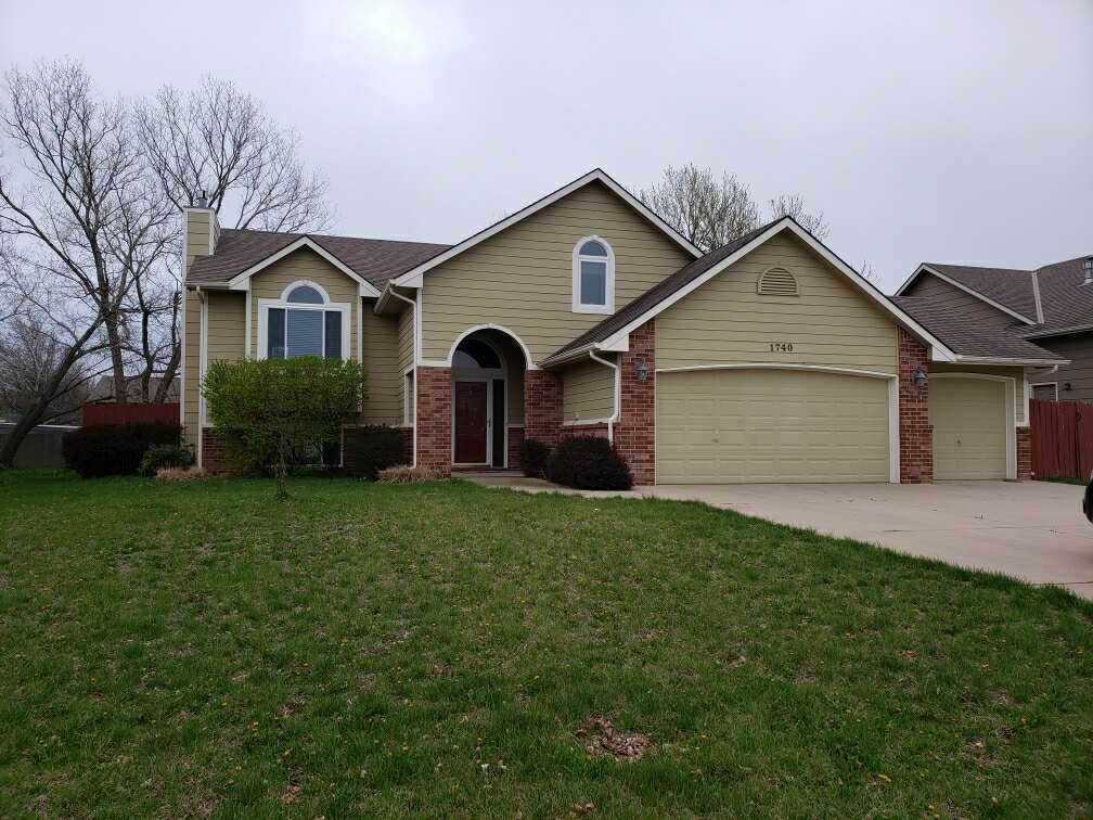 Quality 5 bedroom 3 bath with  3 car garage, Home in North Meadows Addition only 18 years old and it