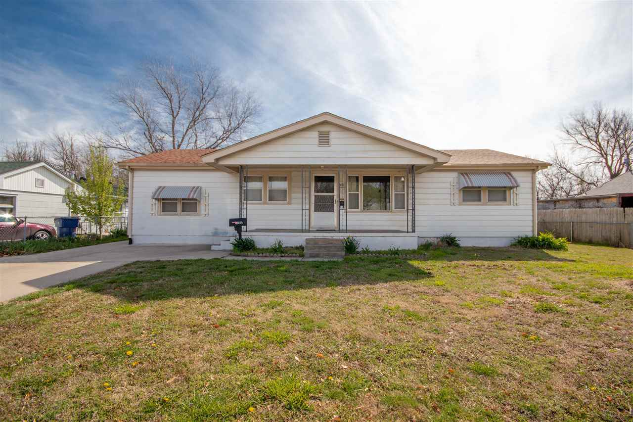 GREAT 3 bedroom 1.5 bathroom home in SW Wichita near shops and supermarkets! You'll LOVE the 4+ car