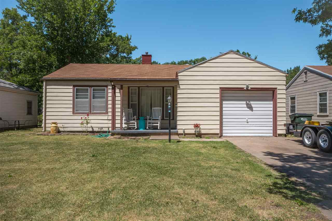This adorable 2 bedroom 1 bathroom home is situated in a quiet east side neighborhood! Kitchen offer