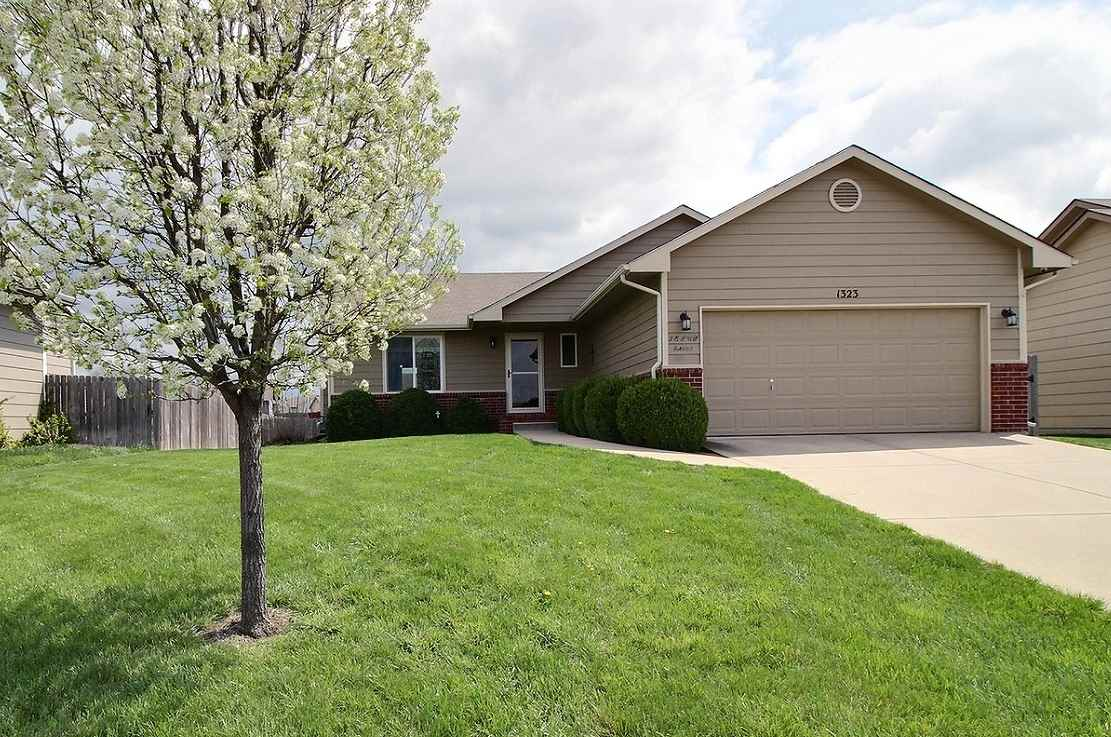 Looking for a great place to call home?  This home is located in the desirable Village Estates subdi