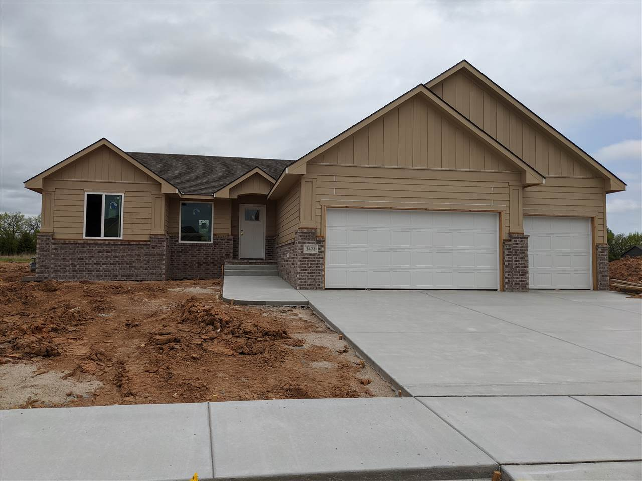 Comfort Homes Nick Jr Plan with 5 Bedrooms, 3 Bathrooms, large finished family room, 3- car garage,