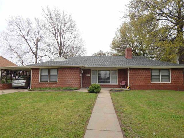 For Sale: 1406 E 5th Ave, Winfield KS