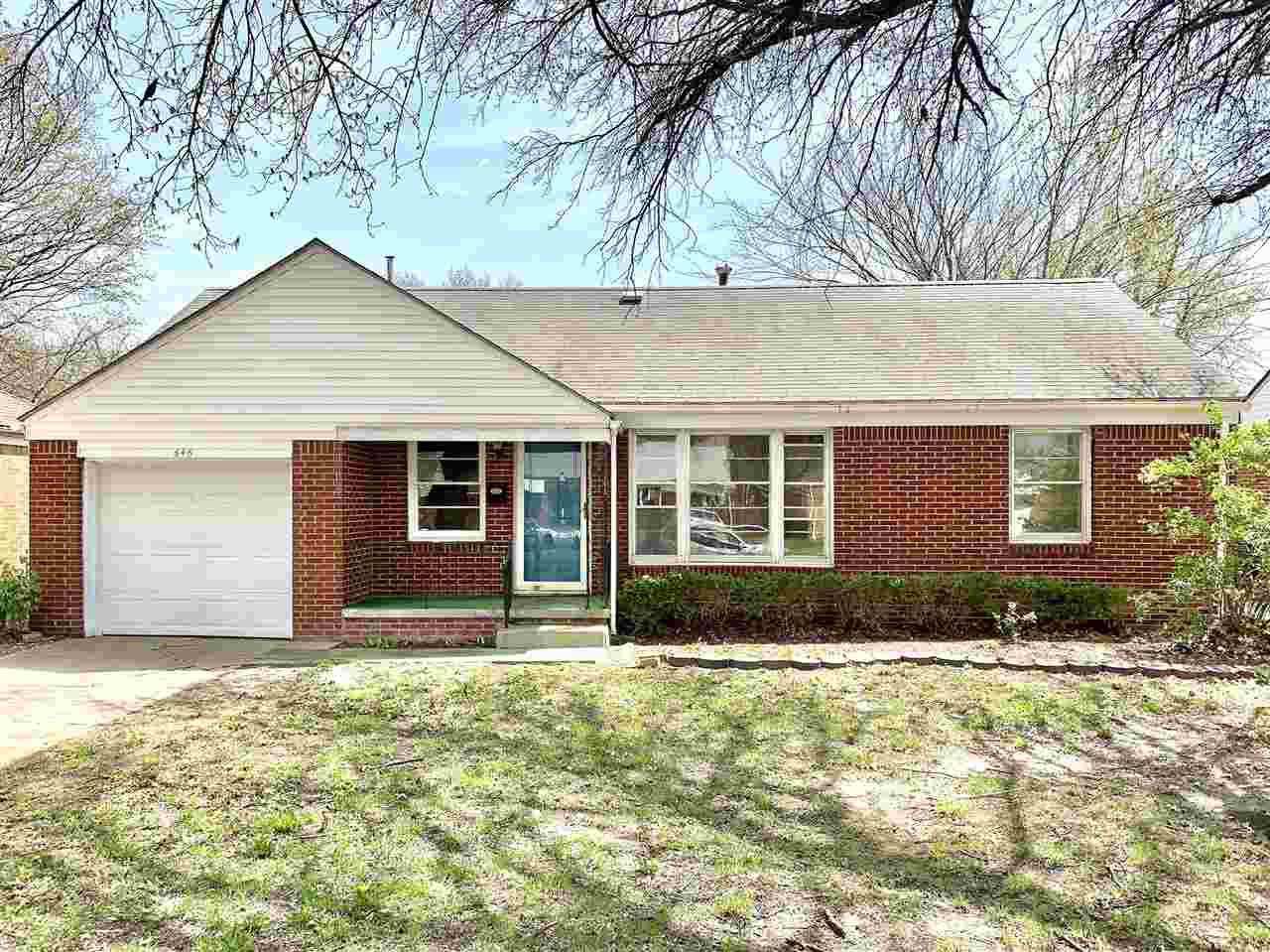 Charming 3 bed, 1 bath ranch home in east Wichita. This home is perfect for an investor or first tim