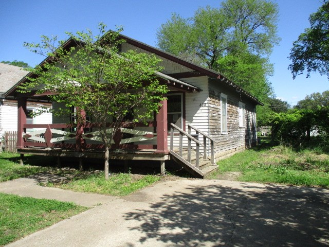 For Sale: 608 E 8TH AVE, Winfield KS