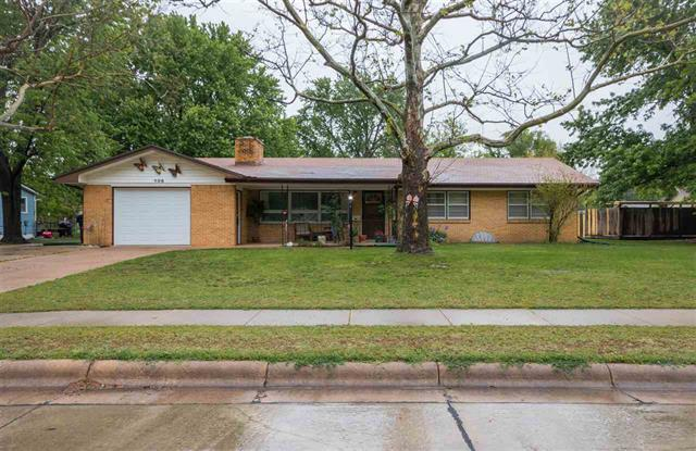 For Sale: 906 W 5th St, Newton KS