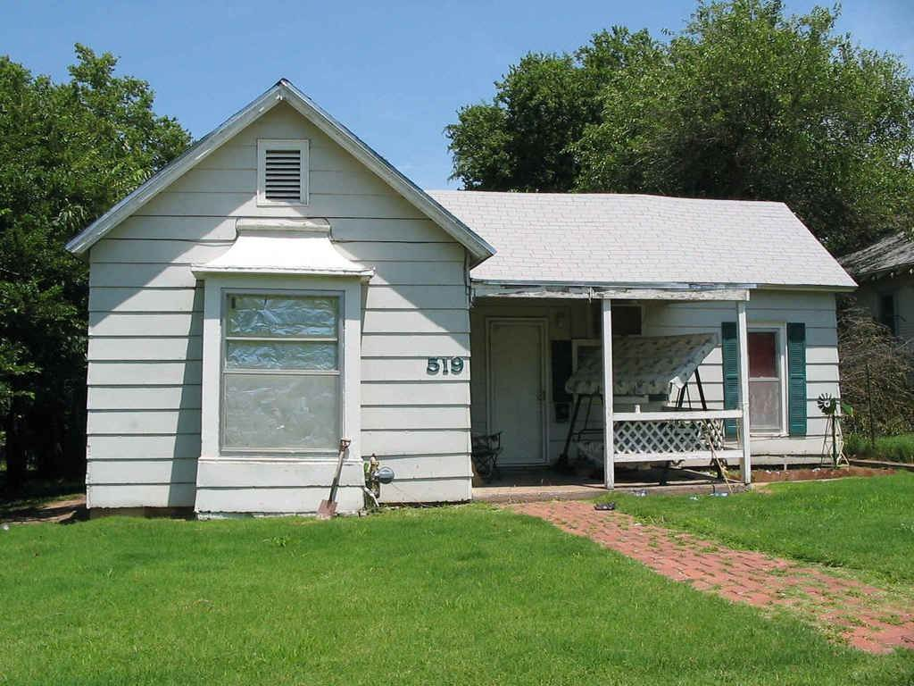 For Sale: 519 E Lincoln, Wellington KS